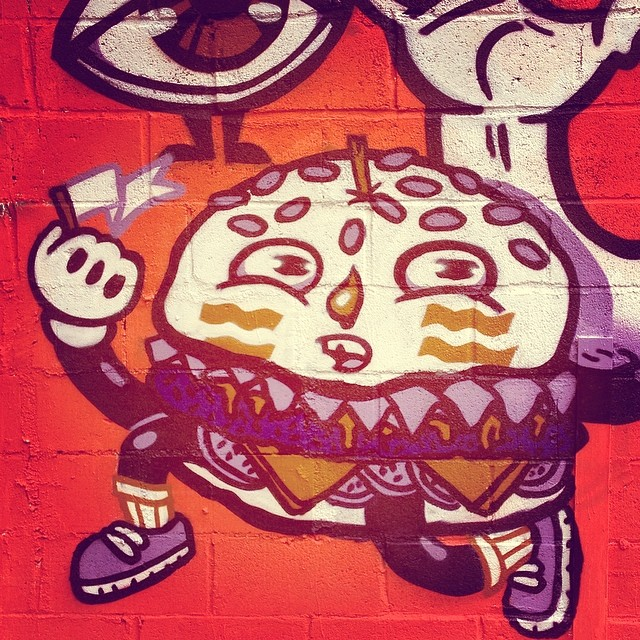 Sabe de nada, inocente! #nrvo com @betofame  #aeg #carvas #burger #dijon #pickles #lettuce #swisscheese #streetartrio