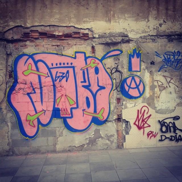 True Bomb #truebomb #lovebomb #bomb #graffitiwriters #riograffiti #graffitibrasil #ruasdorj #instagraffiti #graffiti #streetartrio #meusrolés #artistasurbanoscrew #nobã630 #tagsandthrows #throwup #ilovestreet #streetstyle #lifestyle #fodase #ilegal #legal #tonarua #caligrafiadasruas