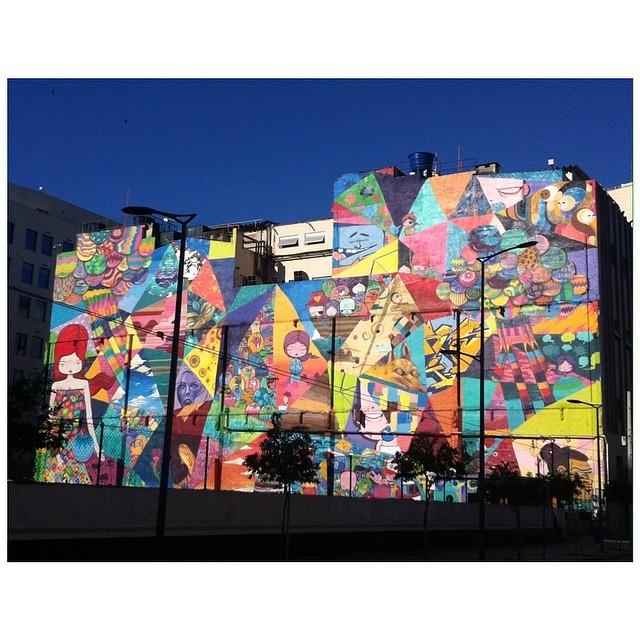 dose de cor e lindeza. pertinho do #MAR mais uma arte. #streetartrio #toz @tozfbc