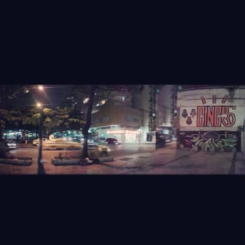 ⊂∣∏⊂5 #vandalism #vandal #welovebombing #tagsandthrows #sunday #throwups #throwie #graffiti #streetartrio #tatudo5 #55 #cinc5 #swagone #user #extensor #rollergraffiti #roller #bucketpaint #streetlife #nonstop #area #lazer