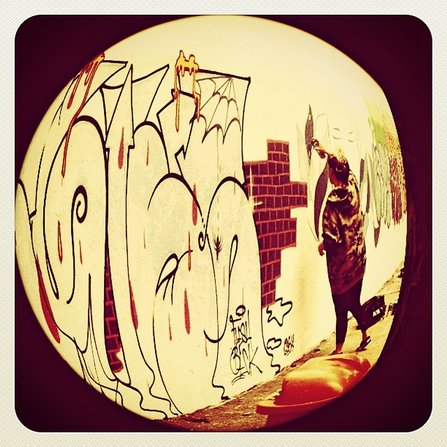 @rafaelsliks @dicoutof #action @hellogabriel_7 #fleshbeckgrill #streetartrio #streetart #graffiti