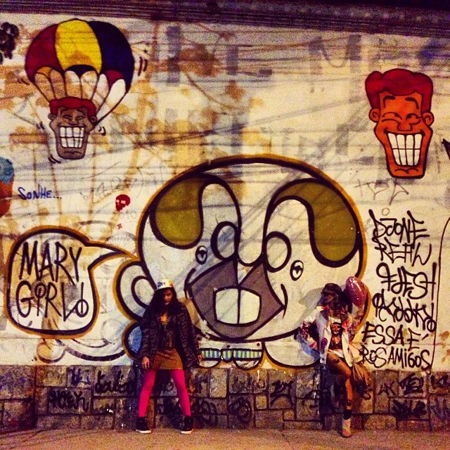 About last night... #essaéprosamigos #crew @bru_olive #djonereal #styling #marygirl #graffiti #hípica #jb #artederua #streetart #streetartrio #artcollective @idolnoproject