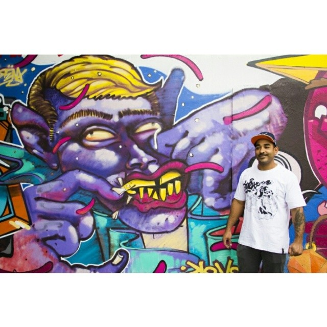 Artista descontraído @rena_machado #streetartrio #instagrafite #graffitilovers #ilovegraffiti #kovokcrew #streetart #fleshbeckgrill #grafitirio