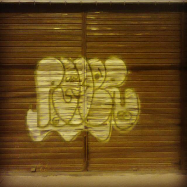 Em frente ao brt em vicente de carvalho #carreirasolo #classicgraffiti #ruasdazn #imagempublicadarebeldia #StreetArtRio