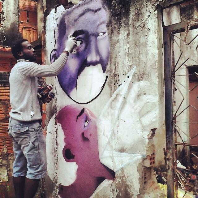 Escombros,seon ae pen na acão! #jeffseonaepen #aepencrew #instagraffite #streetart #streetartrio #complexodoalemao #brabissimo #rec