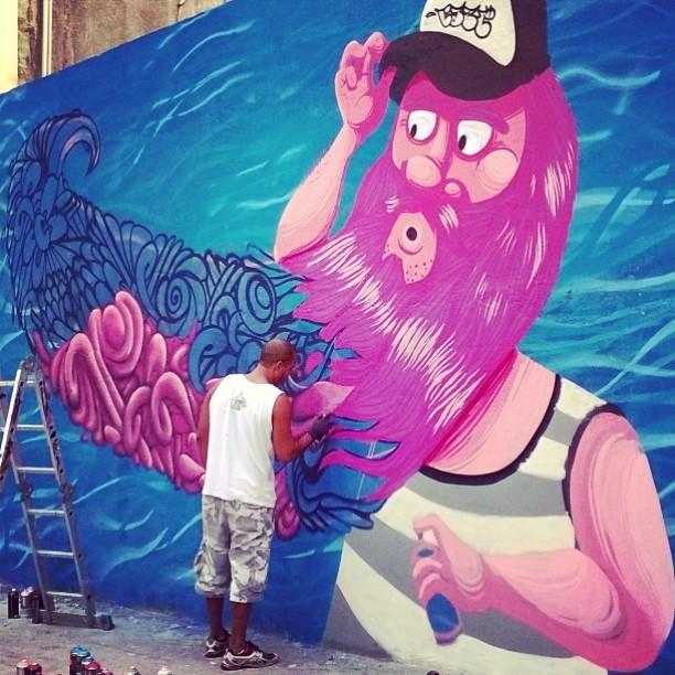 Eu já olhava a parede recém reformada pensando se ela não seria mais ilustrada. Que bom que será! #StreetArtRio #barbudinho #SilvaTeles #allrox