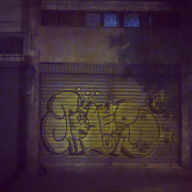 Graffiti puro #amoportao #imagempublicadarebeldia #tagsandthrows #graffitibrazil #StreetArtRio #estiloriginal #artistasurbanoscrew #poderafro