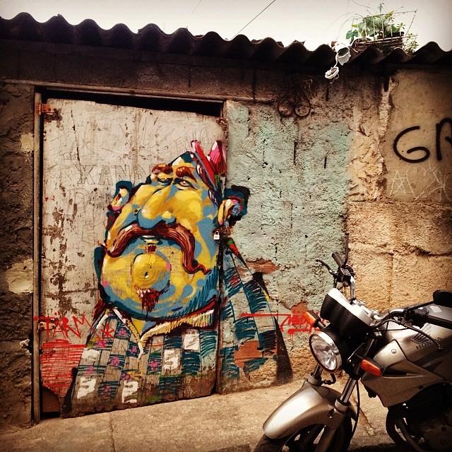 Na subida do morro é diferente... Atalho, Vidigal. #streetartrio @tarm1