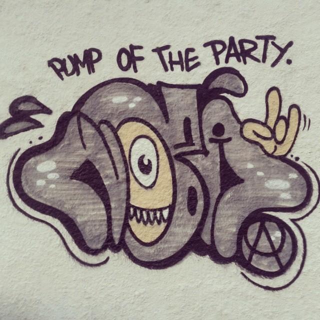 Pump of the party..Funk Classic #funk #funkclassic #classicodofunk #classico #ilovefunk #funkmusic #artistasurbanoscrew #bomb #ilovebomb #tagsandthrows #throwup #legal #ilegal #fodase #tonarua #ruasdazn #piedade #suburbiocarioca #graffitiwriters #streetwriters #worldgraffiti