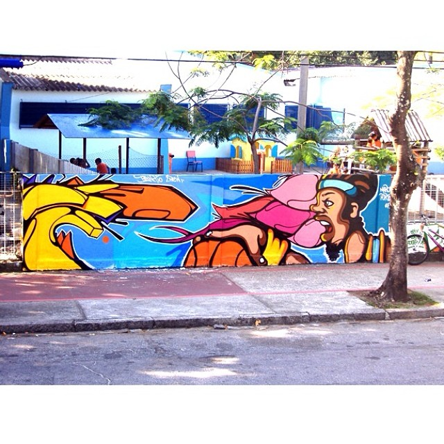 Um bom domingo no passado #plantiocrew Some good sunday in the past #instagrafite #streetartrio #porto #marca #dml