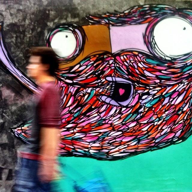 no meio do caminho tinha um graffiti. Novinho em folha por @rafocastro. #streetartrio #urbanart