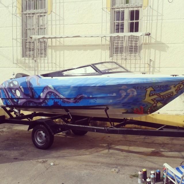Amo o que faço e faço por amor #artistasurbanoscrew #aucproduções #instagraffiti #graffiti #worldgraffiti #lancha #riodejaneiro #amoarte #ilovearte #arte #amoarte #collors #motorboat #boat #spraypaint #sprays #workgraffiti #job #brasilgraffiti