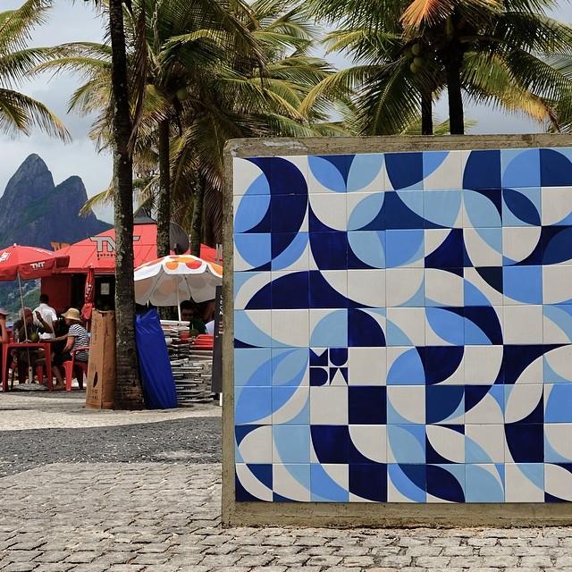 #ColetivoMUDA no #Arpoador no final do ano passado! #arteurbana #azulejaria #azulejo #arte #muda #streetartrio #streetart #tile