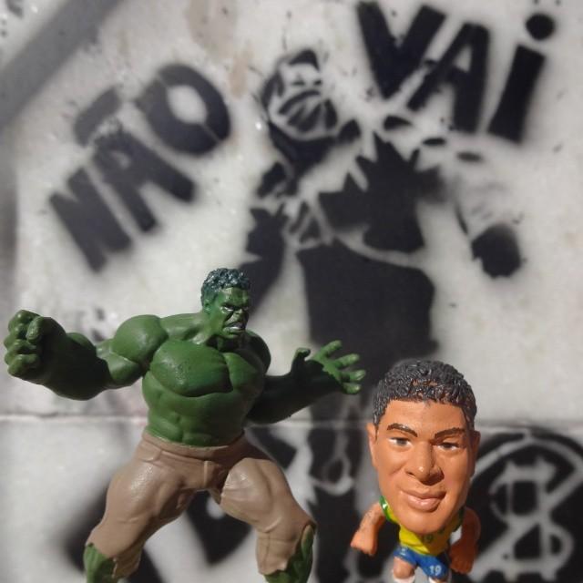 Desculpe-me Hulk mas o nosso @hulkparaiba é bem mais FORTE!!! #hulk #soccerstarz #minicraquesbrasil #minicraques #soccerplayer #soccer #football #seleçãobrasileira #vaitercopa #amofutebol #copadomundo #worldcup #incrediblehulk #marvel #stencil #stencilgraffiti #riostreetart #streetartrio #riodejaneiro