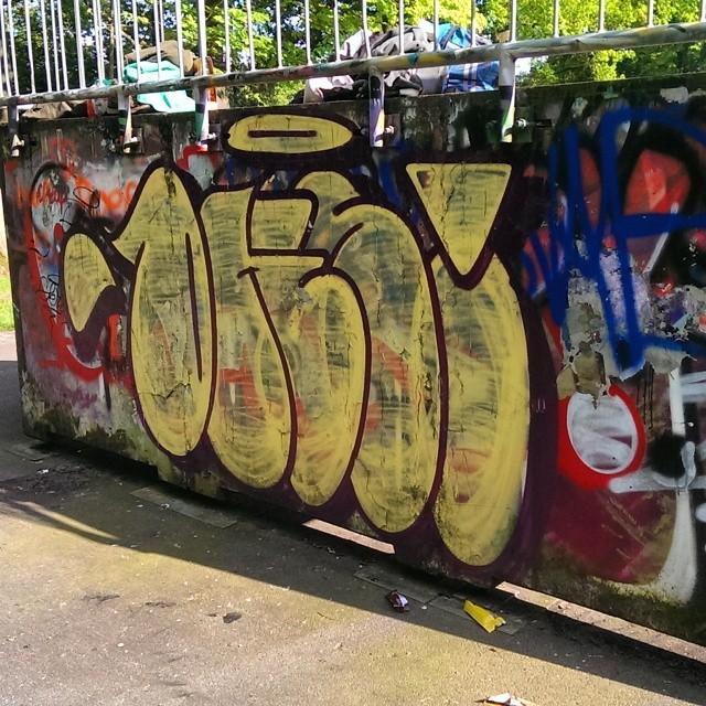 Dks #throw #throwies #throwup #tagsandthrows #streetarteverywhere #streetartrio #streetart #streetbombing #streetphotography #streetartofficial #streetartandgraffiti #graffiti_and_grime #klotter #graffbex #graffiti #graff #urbangraff #urbanart #bombing #instagraffiti #ilovebombing #instagrafite #elgraffiti #instagraff #paint