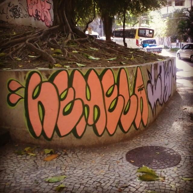 E assim seguimos combatendo essa cor morta da prefeitura. Abaixo a ditadura visual! #streetartrio #streetart #bomb #graffiti #riodejaneiro