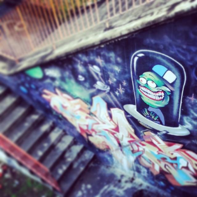 Escadas em cores. #streetartrio #graffit