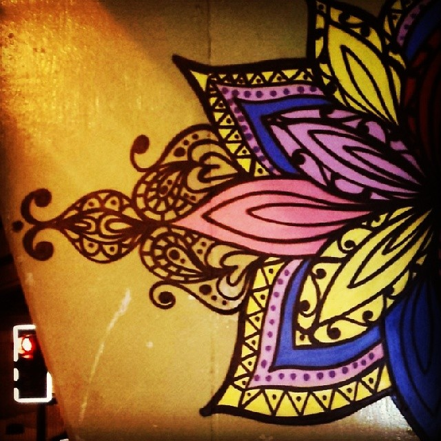Estudos.. #flor #flowers #mybomb #StreetArtRio #brt #julianafervo #graffiti #art #graffitirio #distração #instagraffiti #rio #rj #riodejaneiro #errejota #graffiti #colorginarteurbana #colorgin