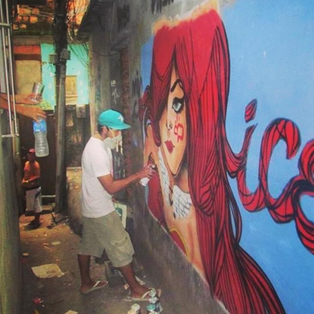 Faça sempre o que te faz feliz... #rocinha #graffiti #ice #leandroice #redhair #instagrafite #StreetArtRio