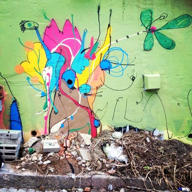 Flores e não dores... #torcidagraffiti #streetartrio #smael13 #smael