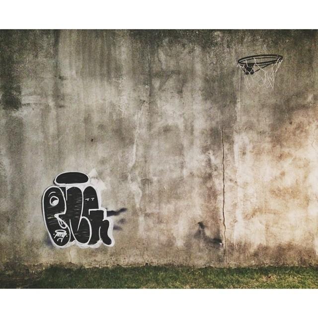 Fora da rotina  black and white #streetartrio #tagsandthrows #throwup