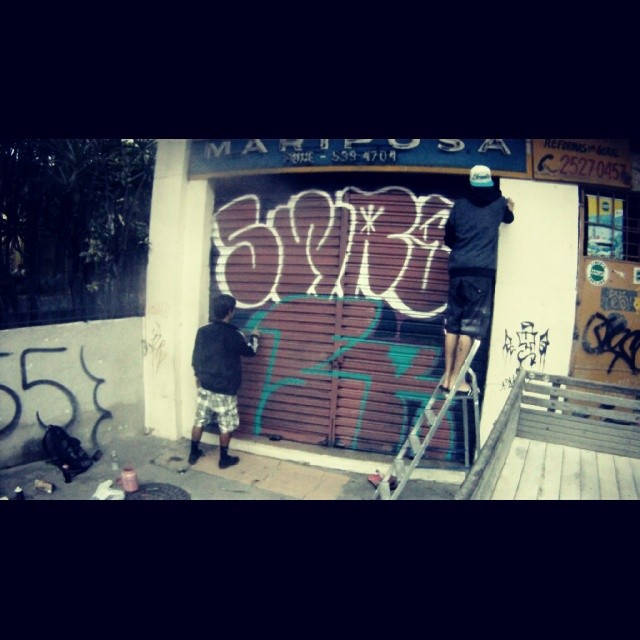Good morning @sr_eu55 #tagsandthrows #welovebombing #streetartrio #latex #vandal #vandalism #throwie #throwups #swag #swagone #55 #comporta #graffiti #urbanart #escada #gopro #goprorj #goodmorning