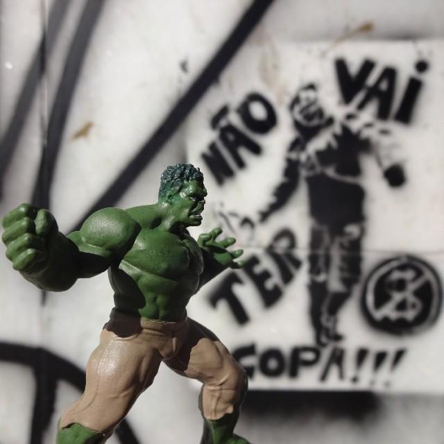 Hulk SMASH!!! #incrediblehulk #hulk #smash #avengers #marvel #nãovaitercopa #vaitercopa #copadomundo #worldcup #stencil #stencilgraffiti #riostreetart #streetartrio #streetart #artederua #riodejaneiro
