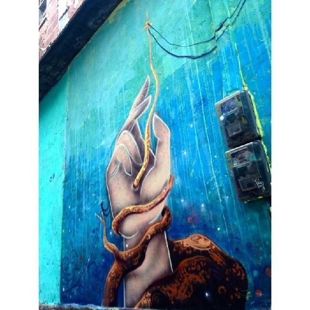 Minha participação com @pedrojardim no Rocinha ConVida, ontem. Valeu pelo convite @warkrocinha!! #graffiti #streetartrio #streetart #rocinha #pedrojardim #heitorcorrea #novecinco