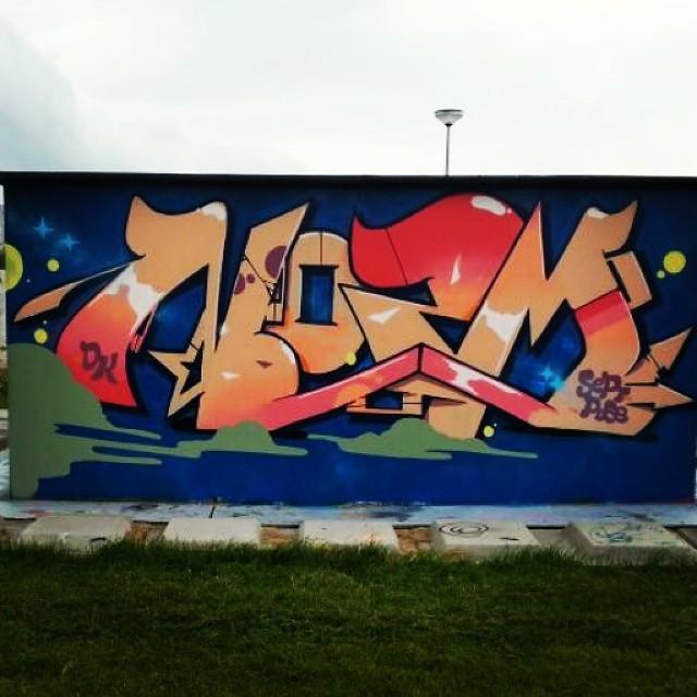 Nozm #graffitichannel #graffitiworld #graffitiwall #graffitibeast #graff #streetarteverywhere #streetartarchive #streetart #streetartphoto #streetartrio #graffiti #klotter #urbanwalls #urbangraff #urbangrafite #elgraffiti #cityart #citywalls #wallart #wallburner #ilovegraffiti #ilovebombing #instagraffiti #instagraff #piece