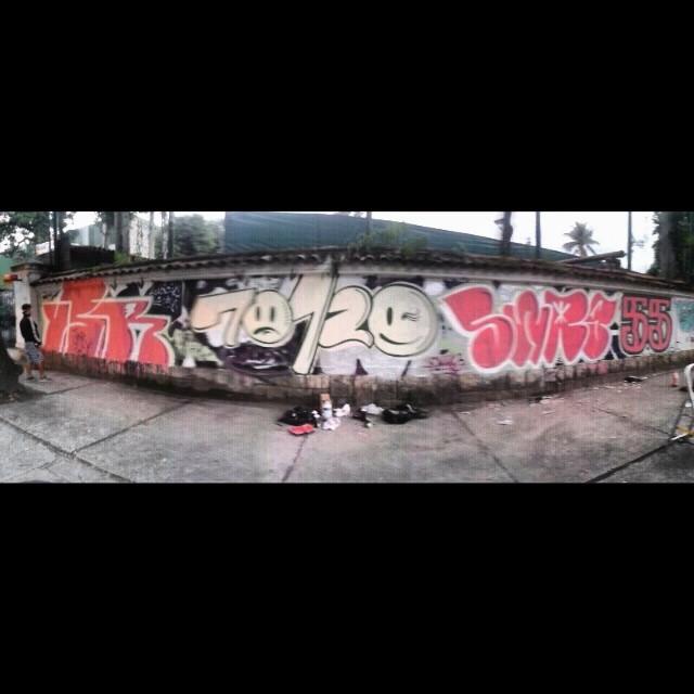 Papum, a gente se vira com o que tem #tagsandthrows #throwseverday #throwsallday #welovebombing #ilovebombing #whodoesntlove #throwups #throwupz #throwup #instagraffiti #graffitisavedmylife #graffitiporn #urbanart #streetlife #streetart #streetartrio #usr #70120 #swag #55