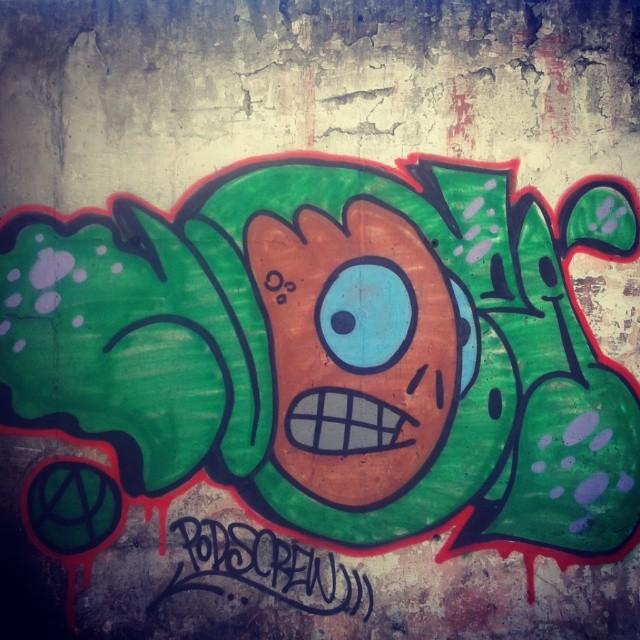 Pods Crew #artistasurbanoscrew #ilovebomb #bomb #streetartrio #streetart #graffitiwriters #writers #streetwriters #tagsandthrows #throwup #truegraffiti #ruasdazn #meusrolés #tonarua #suburbiocarioca #wallcollors