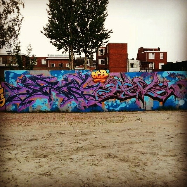 #graffitishot #graffitiwall #graffiti_and_grime #grafiteros #graffitilovers #graff #graffiti #klotter #elgraffiti #piece #urbanart #urban_graffiti #urbangrafite #urbanwalls #instagraffiti #instagraff #ilovegraffiti #ilovebombing #streetarteverywhere #streetphotography #streetartrio #streetart #cityart