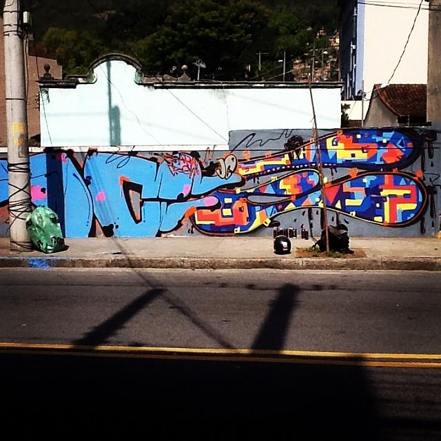 A metade já foi! #instaart #spray #riodejaneiro #rj #instagraffiti #graffiti #graffite #artederua #art #artist #urbanart #graffitibrazil #graffitebrazil #loveart #spraypaint #streetart #freestyle #graffitirj #graffrio #rua #mtn #hiphop #streetartrio #ruasdazn #tafaltandomuro