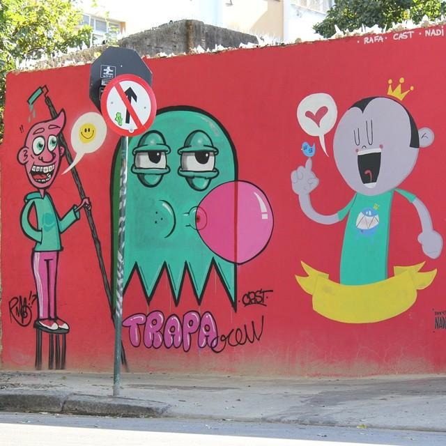 Agora sim!! Uma foto de dia!! #trapacrew #rafa #cast #nadi #graffiti #grafite #streetartrio #streetart #mtn #red #bubblegum #maracana #tijuca