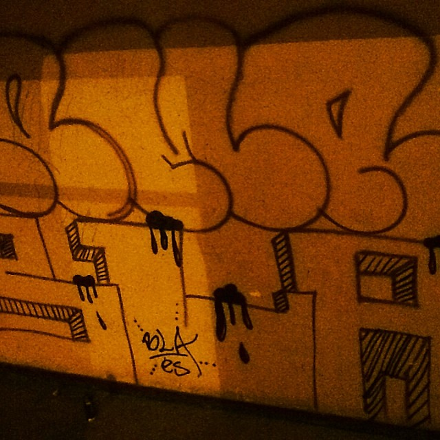 Bomber! Roma&bla #instaart #spray #riodejaneiro #rj #instagraffiti #graffiti #graffite #artederua #art #artist #urbanart #graffitibrazil #graffitebrazil #loveart #spraypaint #streetart #freestyle #graffitirj #graffrio #rua #mtn #hiphop #streetartrio #ruasdazn #tafaltandomuro
