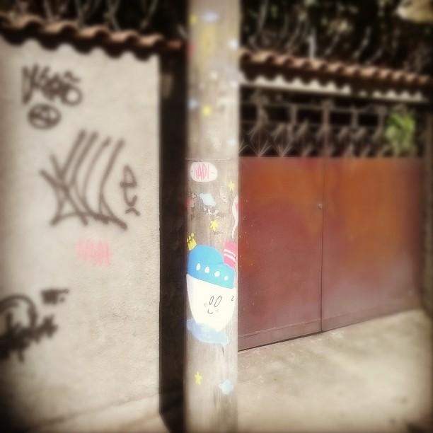 Domingo. #streetartrio #streetart #arteurbana #art #arte #graffiti #Tijuca #Nadi #monstrodanuvem #feliz #happy