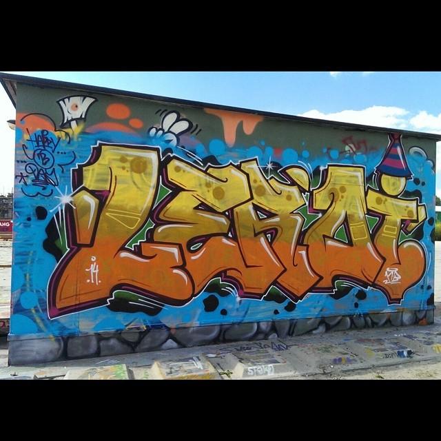Leroi #grafiteros #graffitibombing #graffiti #graffitiwork #graffbex #graffiti_and_grime #stateyourname #graff #graffitimeme #graffitichannel #spraydaily #spraycanart #streetgraff #streetart #streetartrio #streetartutopia #streetartofficial #klotter #elgraffiti #instagraffiti #instagraff #ilovegraffiti #ilovebombing #urbanwalls #urbangrafite #urbangraff #cityart