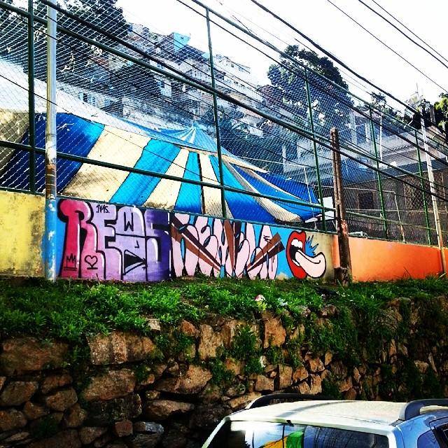 Na quadra da Pedro Américo com @rews_1v1s e SMK. #streetartrio #streetart #bomb #graffiti