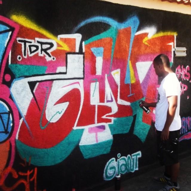 No processo! #Giant #KlanD #TDR #TodoDiaRabiscando #streetartrio #caminhosdecascadura #Cores #ImpactoVisual #ruasdazn #Cascadura