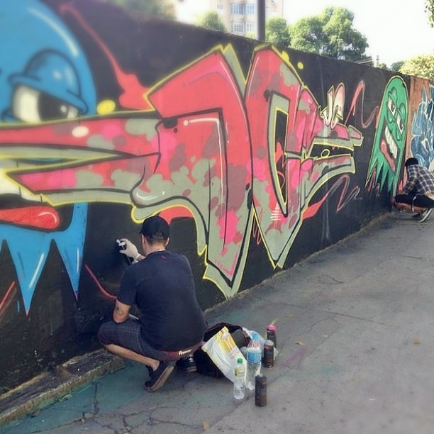 #instaart #spray #riodejaneiro #rj #instagraffiti #graffiti #graffite #artederua #art #artist #urbanart #graffitibrazil #graffitebrazil #loveart #spraypaint #streetart #freestyle #graffitirj #graffrio #rua #mtn #hiphop #streetartrio #ruasdazn #tafaltandomuro #trapacrew pintura de segunda com o amigo @castilhokst local