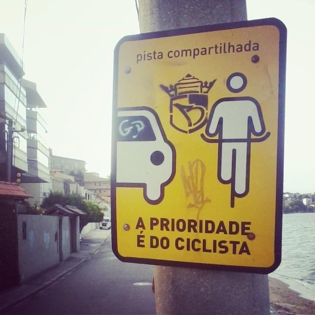 #sonbil #stencil #streetartrio #bike #ilovemybike #streetart Respeita vagabundo!