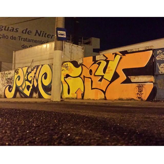 @justinphame@gloyebzrj Centro Niterói 2014. .. #gloye #graffiti #letras #bomber #throwups #streetart #streetartrio #letters #letrasgraffiti #tags #writer #bombing #bombers #phame #brazil #collors #spray #art