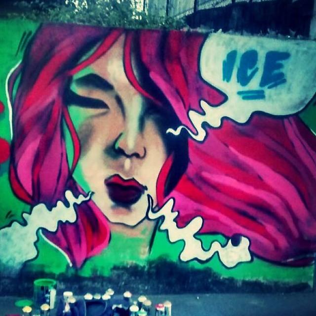 A vida tem a cor que você pinta... #graffiti #leandroice #instagrafite #streetartrio #montanacolors #woman