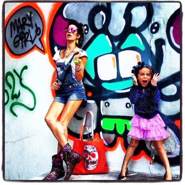 Bom diaaaa!!!! #oldpic #djonereal #mm #ninabailarina #graffiti #jb #styling #marygirl #artcollective @idolnoproject  #artederua #arteurbana #streetart #streetartrio #idolnostyle #streetstyle