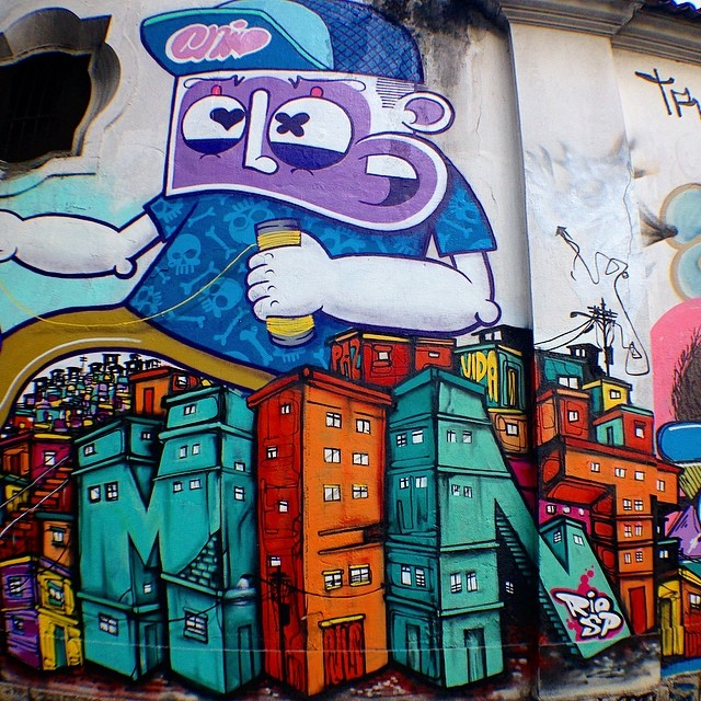 Close com meu camarada @chivitz , mural do ano passado com @minhau_sp e #nitcho ... #rio #riodejaneiro #rj #sp #saopaulo #connect #freestyle #streetartrio #instagrafite #graffiti #letters #letras #chivitz #mentone #marceloment