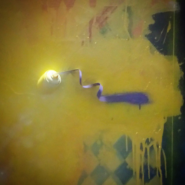 DetalheSprY Sobre tela #graffiti #canvas #detail #spraypaint #spraycollors #streetart #streetartrio #brasilgraffiti #brazilianart #writer #street #art #texture #xarpi #bomber #throwup #classicletters #letters #letrasgraffiti