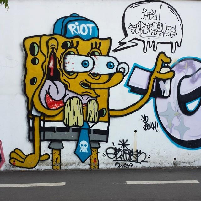 E a sua caixinha? Esqueça a sua caixinha o mundo é sua caixinha! (Bob Esponja)  Engenho de Dentro #streetphoto_brasil #insta_pensadores #arteemfoco #cliquediaadia #pix_mania #kidsingram #dsb_graff #rsa_graffiti #tv_streetart #teamoddshots #blood_n_bone #splendid_urban #best_streetview #clubepixel #freedomthinkers