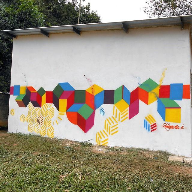 Em Tinguá - Nova Iguaçu - RJ #abstraçãogeométrica #artecontemporanea #arte #brasil #cores #dialogomudo #espaçovazio #fotografia #geometricabstract #graffiti #instagrafite #luz #letters #novaiguaçu #naçãocrew #palavraspintadas #preas #pintura #riodejaneiro #spray #streetartrio #tags #tintasnosmuros #universopictóricoparticular #vsd