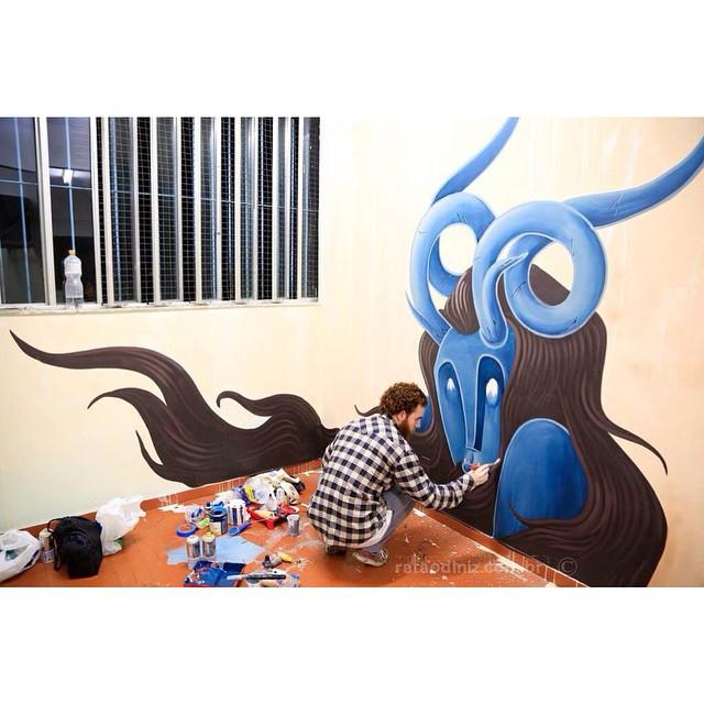 Fotão do @rataodiniz do mural que eu estava fazendo no Hotel da Loucura, valeu pelo registro ratão! #pedrojardim #art #mural #streetartrio #streetartandgraffiti #galeriaaceuaberto #graff #urbanart