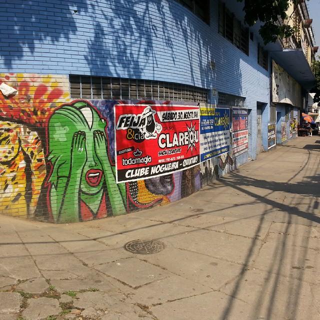 Ignorância e falta de respeito sem tamanho. Essas pinturas estão aqui há mais ou menos 5 anos. #streetartrio #streetart #instagraffiti